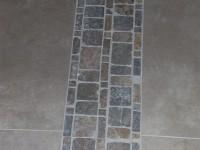 Hall en Grès Cérame avec détail de frise décorative
