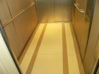 Grès cérame dans un ascenseur