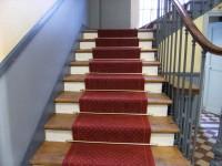 Moquette100 % laine tendue sur thibaude dans escalier