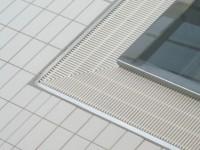 Détail Grès Emaillé 11.5 x 24 blanc au sol avec incorporation caniveau de soufflage